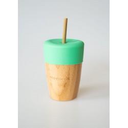 Vaso de bambú con pajita